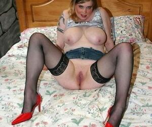 Female prevalent denim chick Sarah gets naked increased by shows her huge natural melons