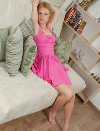 Sexy teen Xena peels away her pink dress to spread on her knees naked