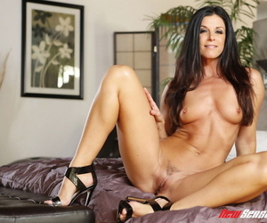 Middle-aged lady India Summer seduces her stepdaughter Jenna J Ross