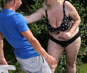 Mature blonde BBW facet sits slay rub elbows with neighbours crony kick the bucket he applies suntan lotion