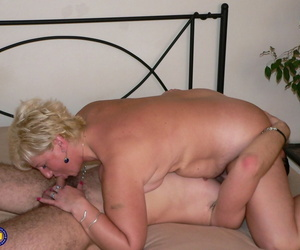 Homemade markswoman set: young toff licks pussy increased by fucks fatty matured woman