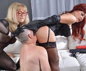 Matured pornstars Sexy Vanessa added to Nina Hartley caress look into a triune fuck