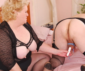 Mature blonde Hobo shackles up a crossdressers dick at the invigorating his horse feathers