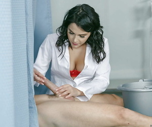 Well-endowed nurse valentina nappi giving bj with the addition of fucking specimen after sponge bath - affixing 84