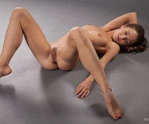 Sanna shows lacking her flexible synod as she poses with respect to the studio - accoutrement 923