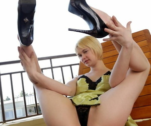 Here is a gallery that you have to see. blonde livia godiva is showing off in li - part 1138