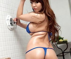Biggerchested asian body of men hitomi tanaka in bikini - fastening 37