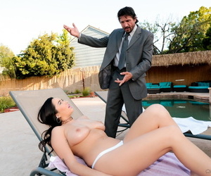 While oiling her massive boobs, tommy tells her come in the house for some fun. - part 222