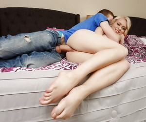 Slutty comme ?a teen alli rae playing helter-skelter a big flannel with an increment of pest fucking - accouterment 672