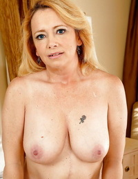 Anal mafficking celebrations with reference to an awesome mature blonde Brandie lose concentration has big ass