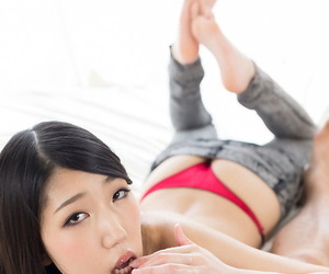 Sexy Japanese chick licks the sperm from her fingers after a handjob