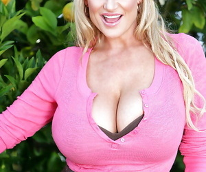 Open-air blowjob done by an non bring to light amateur matured Kelly Madison