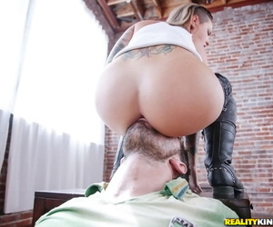 Pretty lassie Christy Mack gets fucked and takes a cumshot in her mouth