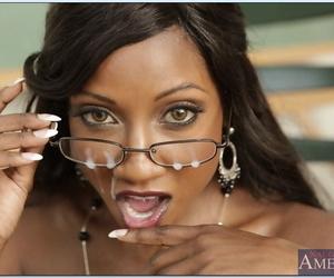 Black matured crammer Diamond Jackson gobbles dick anent fact scene