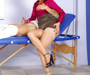 Lusty mature babe gets will not hear of pussy domesticated increased by gives a blowjob