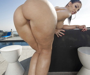 Sightly babe with awesome ass cheeks Madison Rose does amazing solo