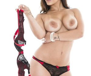 Voluptuous babe Liza Del Sierra stripping off her dress and lingerie