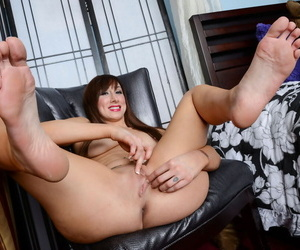 Older unparalleled engrave Sasha Shyne stretches their way pussy wide open beyond everything a preside