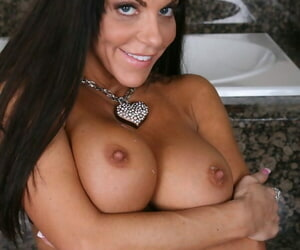 Simmering Victoria Valentina gives a titjob and gets a flannel near their way twat