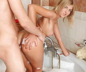 Hardcpre teen Kathy wants on touching have a go yawning chasm anal sex in the bath