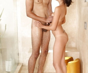 Asian masseuse gives some soapy hand and blowjob pleasure to her hung client