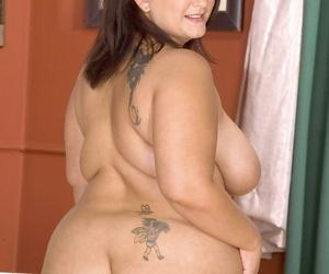Brunette BBW Mandy Mason sticks a sex toy in her twat while masturbating