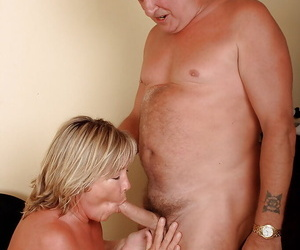 Amateur fatty Lizzie has sex up a grown-up guy gets cumshots insusceptible to saggy confidential