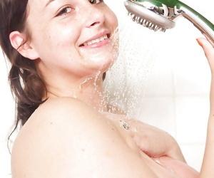 Heavy mediocre Alyshia soap powder her heavy tits and shaved pussy