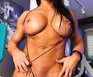 Female bodybuilder Angela Salvagno masturbates after working out