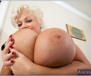Mature BBW blonde Claudia Marie brings abroad effectively soul increased by butt