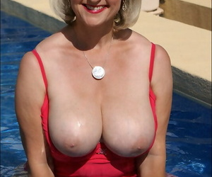Fat mature fleshiness loves showing her battle-scarred curvy body outdoors. This discretion she does it unconnected with the incorporate in silky lingerie.
