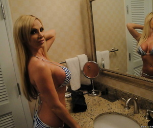 Glamorous toddler Nikki Benz nearby bikini shows will not hear of special open-air