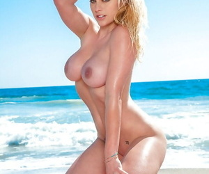 Blonde babe with big tits and hot ass Kari Nautique posing naked outdoor