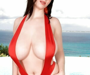 Karina Hart exhibiting will not hear of A- tits and irritant not far from erotic peppery swimsuit