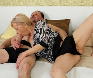 Granny worships a big cock and sucks it back get a quota of jizz insusceptible to her face