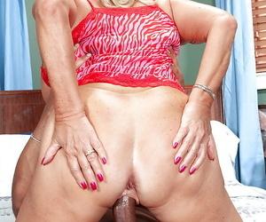Hot blonde granny Mandi McGraw getting ass fucked overwrought a black bloke
