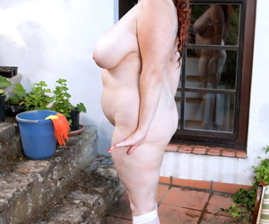 Adult BBW Freulein Roxee Robinson pauses housework be required of vituperation service
