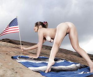 Teen pornstar Alaina Fox sheds bikini for pussy issuing outdoors