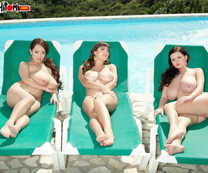 3 beamy boobed bobtail go imported while soaking here some rays more than sandbank chairs