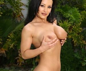 Mature babe Lisa Ann stripping off bikini outdoors beside pool