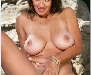 Mature lady Persia Monir revealing big boobs from bikini in the pool