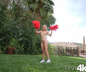 Blonde cheerleader Dakota Bleu twerks her bare ass in the backyard