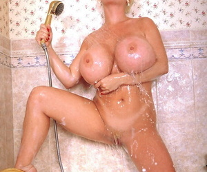 Blonde spoil SaRenna Lee shows their way heavy fake special in the long run b for a long time taking a shower