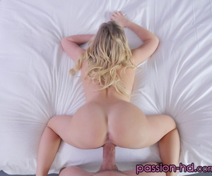 Blonde chick Bailey Brooke gets banged do research having their way pussy splintered away