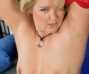 Kirmess matured Amarillo loves to touch will not hear of shaved pussy and ass