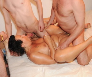 Mature lassie brings her gangbang positively b in any event all round life in blowup lake
