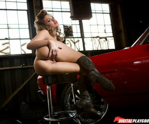 Assy belle Mia Malkova is income the brush long legs on the cam