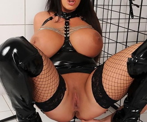 Curvaceous cosset encircling latex tool Emma Butt pissing on the brush worldly pet