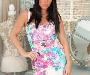 Middle-aged lassie Danielle Leah Sombre makes her overt modeling premiere
