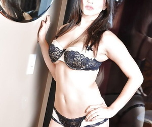 Glamorous babe Sunny Leone demonstrates new lingerie and big ass